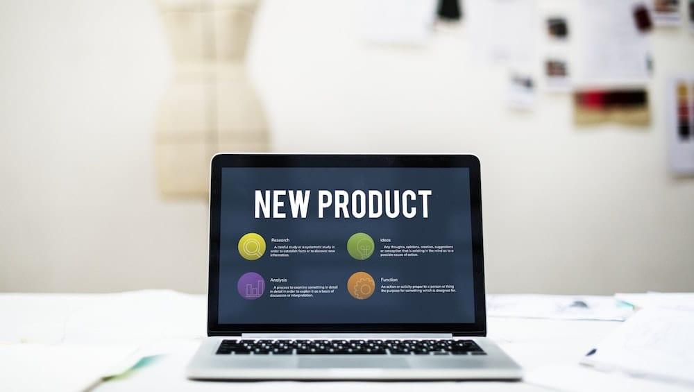 Laptop com os dizeres novo produto