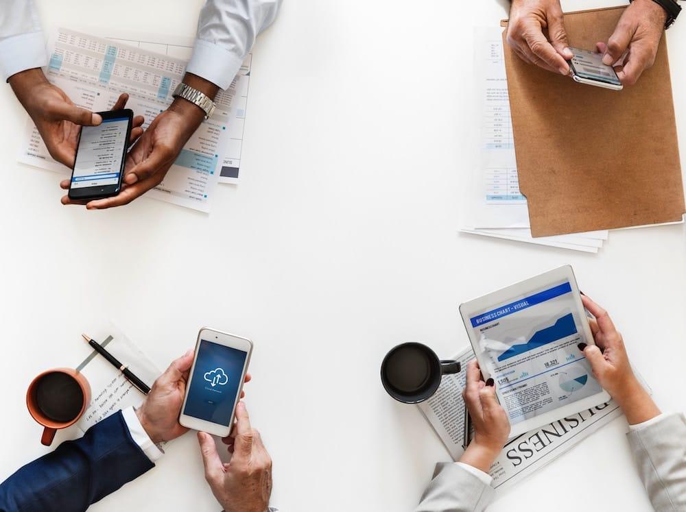 Executivos usando dados de diversas maneiras
