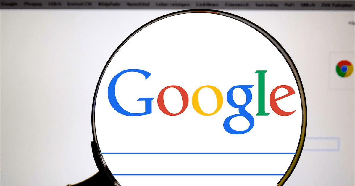Lupa sobre o logo do Google